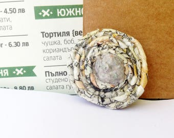 Paper bead jewelry – green brooch – first wedding anniversary gift for wife. Sustainable recycled jewelry pin. Upcycled newspaper accessory.