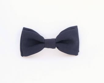 Navy blue switchable bow tie, man and woman
