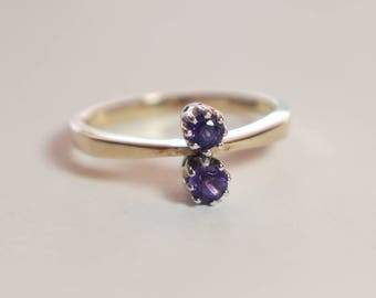 Beautiful 1980s Amethyst 9ct Gold Double Claw Set Ladies Ring   Size UK N 1/2   US 7