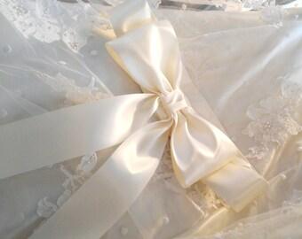 Large Bow Wedding Dress Sash in Ivory, Big Bow Bridal Gown Sash, Satin Bridal Sash,  Bow Bridesmaid Sashes, Flower Girl Sash