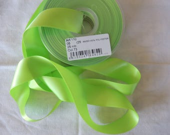 Green 25 mm wide satin ribbon