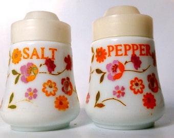 1960s - 70s French Flower Power Pyrex Milk Glass Scania Salt & Pepper Cruet Set by Arcopal.