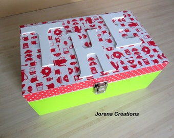 Red and green tea wooden box