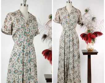 Vintage 1950s Robe - Evelyn Pearson 50s Short Sleeve Dressing Gown with Blue, Gold and Red Paisley Print