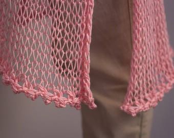 Hand knitted yarn sweater with two needles, for a casual look or for the beach.