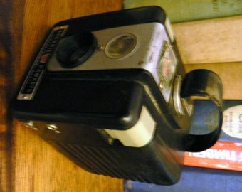 vintage camera ...  KODAK BROWNIE HAWKEYE  2 of 2 ... fun collector find ...