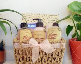 Spa Gift Basket / Body Care Gift / Pink Gift Set / Bath and Body Gift / Tuscan Hills Gift Set / Mother Gift / Daughter Gift