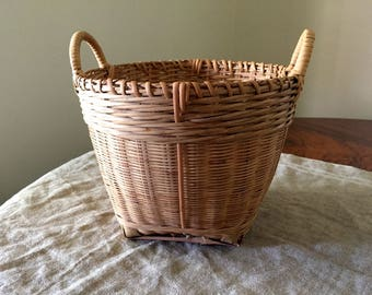 Fabulous High Quality Vintage small size wicker storage basket. My Vintage Home