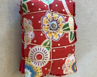 Fabric Scraps / Vintage Fabric Scraps / Fabric Scrap Bag / Scrap Fabric / Fabric Grab Bag / Red Scrap Bundle / Fabric Destash / Quilt / SB65
