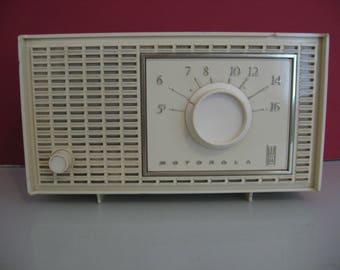 Look classique! -Années 1960 Motorola Tube Radio AM!