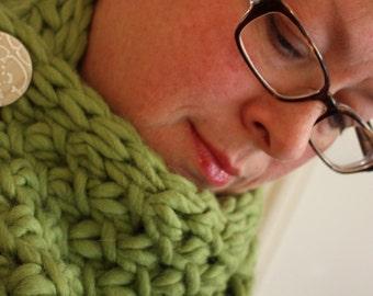 Knitting Pattern / Cowl Chunky Oversized Phydeaux Twist / PDF DIGITAL DOWNLOAD