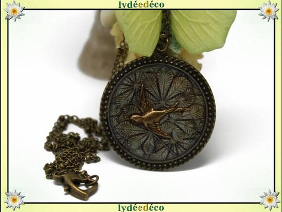 Retro bird leaves blossom beige Brown retro resin Medallion necklace brass bronze 32mm Christmas gift