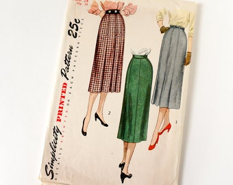 Vintage 1940s Womens Slim Skirt Simplicity Sewing Pattern 3408 Complete / waist 24 hip 33 / Low or High Front Pleats