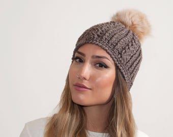Crochet beanie with fur pom pom. Beanie with fur pom pom. Wool beanie with fur pom pom. Real fox fur pom pom. Wool and acrylic. Gift for her