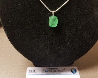 New certified 9.20 ct natural columbian emerald pendant with a necklace