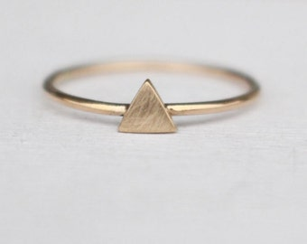 14k Gold Ring triangle