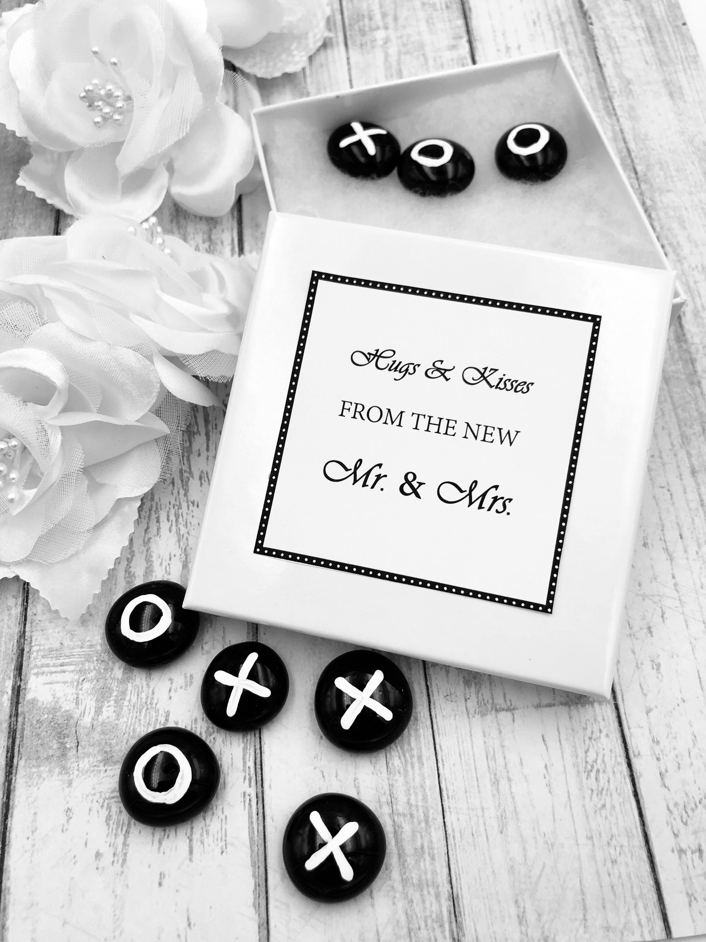 Tic Tac Toe Black and White Personalized Wedding Favors, Hugs and ...