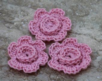 Crochet fleurs, fleurs en Applique, décor de printemps, artificielle fleurs de fleurs, fleurs, printemps, topper d'emballage cadeau, lot de 3 fleurs roses