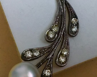 Vintage  silver pendant with a pearl and zircons