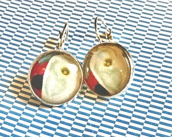 O'Keefe Flower cabochon earrings - 16mm