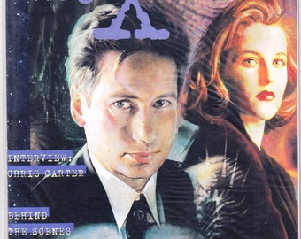 X Files Magazine 1 and 2, NEW XFiles Poster, Mulder, Scully, David Duchovny, Gillian Anderson, Trading Cards, Comics, art. 1996 Topps Sealed