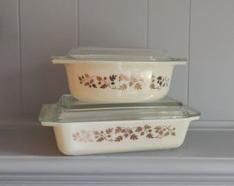4 Piece Set PYREX Golden Acorn 575 Space Saver Casserole Dish with Lid and 043 1 1/2 Quart Casserole Dish with Lid