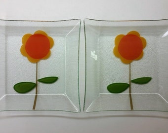 1960's - 1970's modern FUSED GLASS SQUARE Plates, Stylized Sunflower Motif Vintage Set of 2