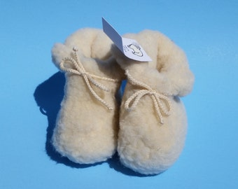 toddler shoes; baby shoes; infant shoes; crib shoes; 100% woolen baby shoes; handmade shoes; 6-12 months toddler shoes