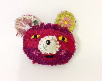 Surprised pink mouse brooch