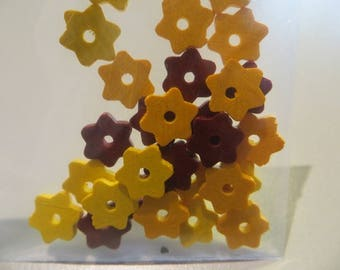 30 wooden beads, disc, flower, mattes, 9 mm in diameter