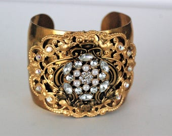 Filigree rhinestone cuff, filigree rhinestone bracelet, brass cuff, brass bracelet, rhinestone cuff, rhinestone bracelet, Vintage style cuff