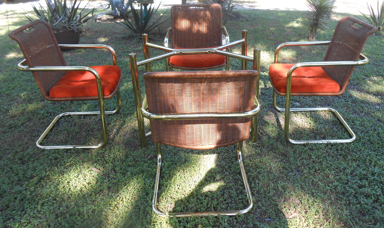 Vintage Messing Freischwinger Esszimmer gedeckten Tisch und 4
