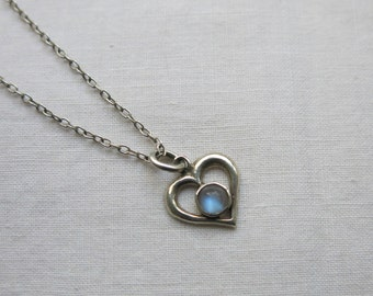 Pretty little silver heart moonstone pendant