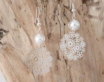Dangling earrings featuring a filigree Pendant (BO102) flowers