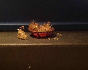 Grapes 1:12. Puppet miniature. Three clusters of grapes on a plate
