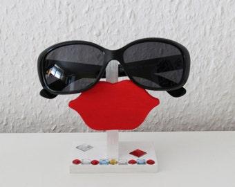 "Eyeglass holder eyeglass storage ""mouth"""