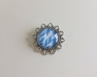 Round Silver Pin feathers blue cabochon