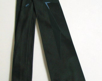 1950s Cutter Cravat black tie with boomerangs and triangles