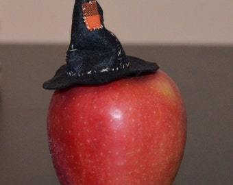 Wee Witch Hat, one inch scale dolls house miniature