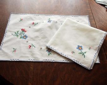 16 Piece Napkins and Placemats Set Vintage Cross Stitch 8 Napkins 8 Placemats