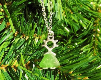 Sea glass pendant girl necklace with chain, beach glass, best friend gift, green sea glass, sea glass jewellery, gift for her, gift for girl