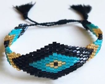 Squaw Pretty boho bracelet / / / woven seed beads
