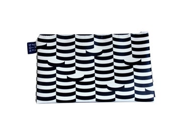 Othello make-up pouch
