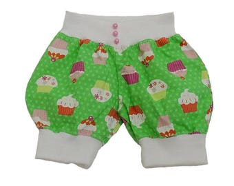 Short Pumpi/short trousers for girls size 68, with cupcakes.  Unique art. No 1001