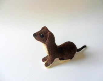 Needle Felted Weasel Handmade Woolen Stoat Miniature Animal Wool Felted Short Tailed Weasel Soft Sculpture Wildlife Animal Figurine