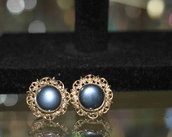 Antique Gold & Black Round Earring