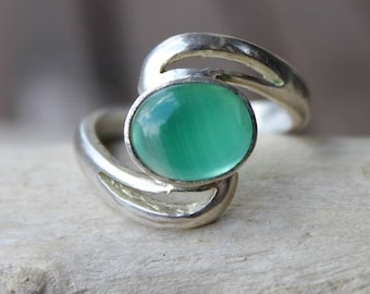 Modern style silver ring and green aventurine stone