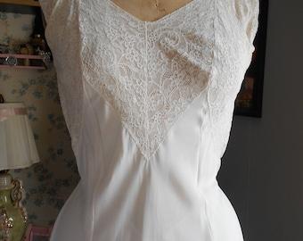 1940's Simple Feminine White Nightgown w/Lace Bodice