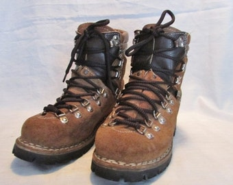 FASHION SALE Vintage COLORAD0 Leather Hiking Boots, Trail Boots, Winter Boots, Ankle Boots Made in Italy, Very Good Condition, Womens 6.5, 4