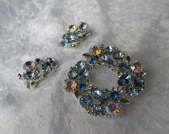 Demi parure/Lovely 1950 vintage Julianna blue and aurora borealis brooch and clip earrings